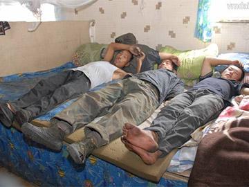 Госдума подняла штраф за предоставление нелегальным мигрантам жилья и транспорта до полумиллиона